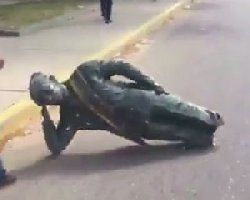 ونزوئلا؛ مجسمه چاوز سرنگون شد + فیلم