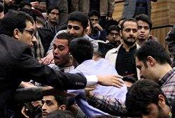 فیلم؛ حمله مزدوران بسیجی به دانشجویان معترض