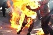 خوسوزی جوان ۲۰ ساله مقابل وزارت کار