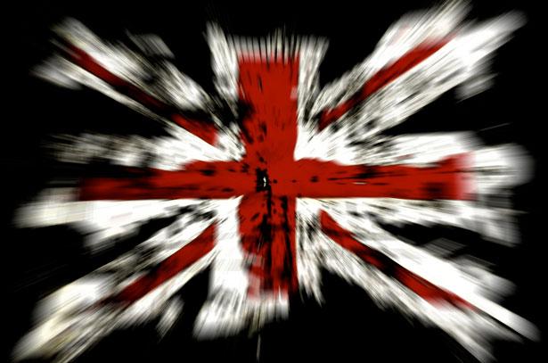 نقش دولت انگلیس در ملّی شدن صنعت نفت در ایران و شرح پیروزیهای عظیم سیاسی و مادی آن دولت در این مورد و زیانهای مادی عظیم و بدبختیهای فوقالعادهای که در این رابطه بر ملت ایران تحمیل گردید