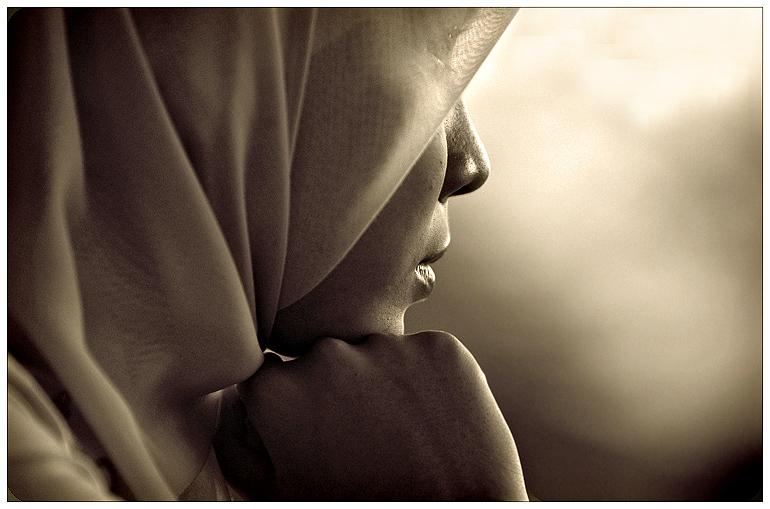 """کشف حجاب"""" مجری مصری مقابل روحانی قلدر"""