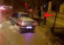 سیلاب؛ تقصیر را به گردن راننده انداختند + فیلم