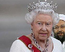 لاریجانی در یک گوشه ناراحت با ملکه انگلیس
