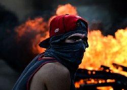 بحران در ونزوئلا وارد فاز نظامی شد+فیلم