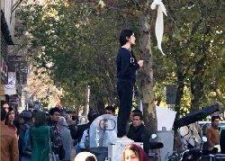 حجاب؛ بازداشت یک دختر دیگر انقلاب + فیلم