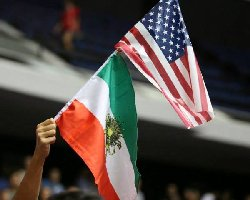 نقش پرچم آمریکا روی لباس پناهجویان ایرانی