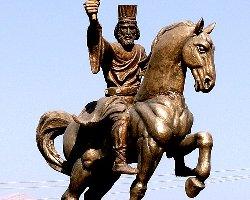 یاسوج: مجسمه آریوبرزن را آتش زدند + عکس