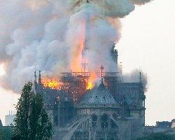 فیلم؛ کلیسای نوتردام پاریس در حال سوختن است