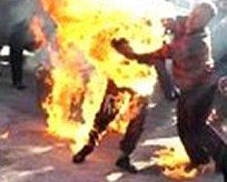 اعتراض؛ خودسوزی مقابل دفتر وزارت خارجه ملاها