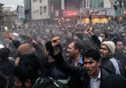 هشدار روزنامه داخلی: مردم دیگر چیزی برای باختن ندارند