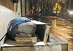 کارتن خوابهایی که مدارک شناسایی خود را میفروشند