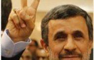 عکس؛ سلفیهای احمدی نژاد با زنان بی حجاب در دوبی